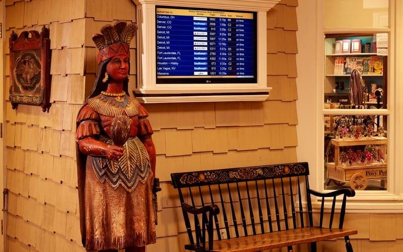 hotel-aminites-departure-board